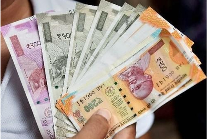 Cabinet hikes dearness allowance to 7 per cent